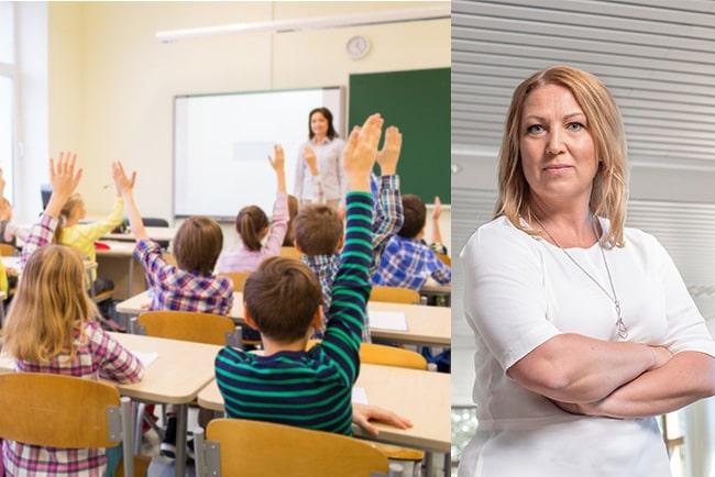 group of school elelver med lärare sitter i klassrum och räcker upp handen. Lärarförbundets ordförande Johanna Jaara Åstrand